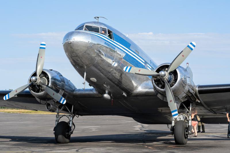 DC-3 -museolentokoneella Tallinnaan